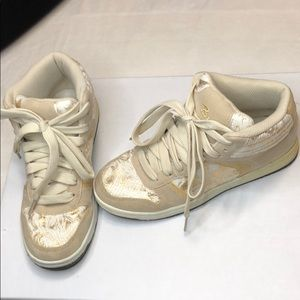 Be wild sneaks shoes in gold prints design highs